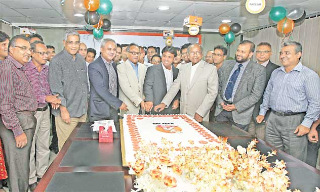 Bashundhara Group Vice-Chairman Shafiat Sobhan Sanbir cuts a cake at the office of daily sun in the city on Wednesday, marking the fourth publication anniversary of the newspaper.