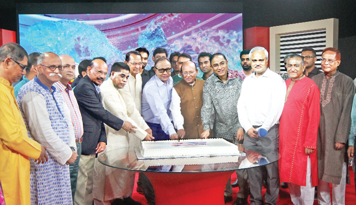 Commerce Minister Tofail Ahmed, Information Minister Hasanul Huq Inu and Bashundhara Group Chairman Ahmed Akbar Sobhan cut a cake at a function arranged in celebration of the first anniversary of satellite television channel News24 at its office in Bashundhara residential area in the capital on Friday. ATN Bangla and ATN News Chairman Dr Mahfuzur Rahman, Additional IG (SB) Javed Patwary and News24 CEO Naem Nizam, among others, were present.-Sun photo