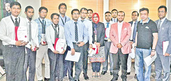 Additional Managing Director of Bashundhara Group Safwan Sobhan poses with the officials, who successfully completed ICT training, at a prize distribution ceremony on Monday.
